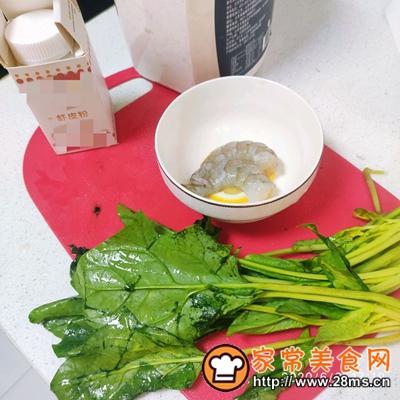 做正宗宝宝辅食:虾仁菠菜挤挤面的图片步骤1