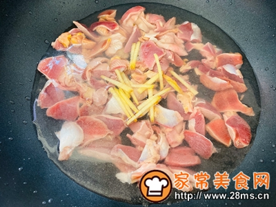 做正宗香辣可口的辣椒炒鸡杂的图片步骤3