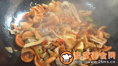 做正宗湘西特色:枞菌炒肉的图片步骤9