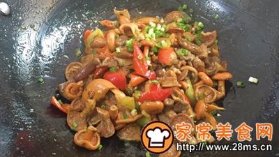 做正宗湘西特色:枞菌炒肉的图片步骤11