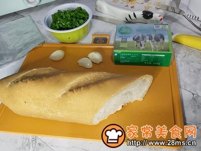 做正宗蒜香黄油烤法棍的图片步骤1