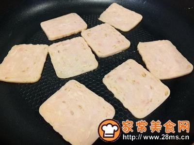 做正宗超快手早餐:肉松午餐肉玉米粒三明治的图片步骤1