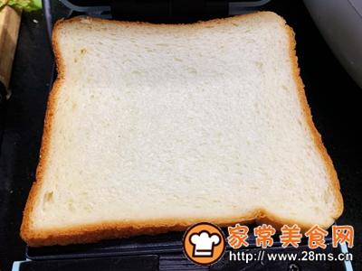 做正宗超快手早餐:肉松午餐肉玉米粒三明治的图片步骤4