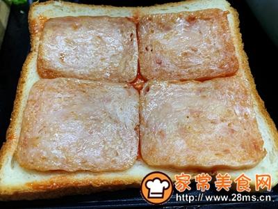做正宗超快手早餐:肉松午餐肉玉米粒三明治的图片步骤6