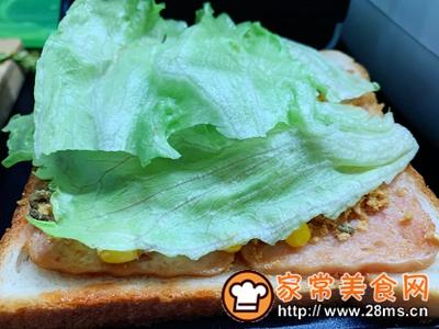 做正宗超快手早餐:肉松午餐肉玉米粒三明治的图片步骤9