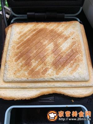 做正宗超快手早餐:肉松午餐肉玉米粒三明治的图片步骤13
