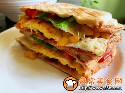 做正宗超快手早餐:肉松午餐肉玉米粒三明治的图片步骤15
