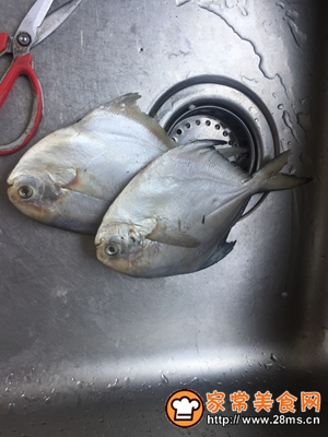 做正宗清蒸鲳鱼的图片步骤1