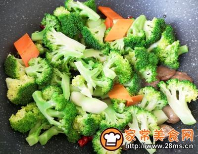 做正宗西蓝花炒牛肉丸子的图片步骤10