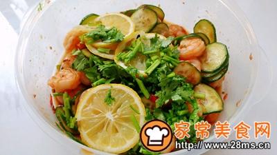 做正宗酸辣酱瓜柠檬虾的图片步骤6