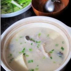 黑鱼豆花煨汤