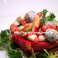 火龙果石榴海鲜盅
