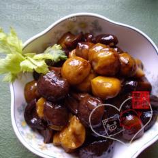 汤煨板栗花菇