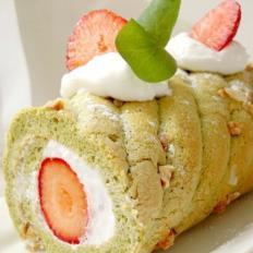 草莓抹茶手指饼蛋糕卷