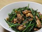 韭菜花炒鸡肉