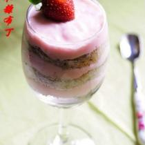 草莓木糠布丁