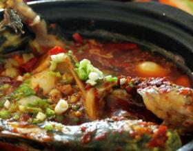 砂锅豆瓣焖嘎鱼