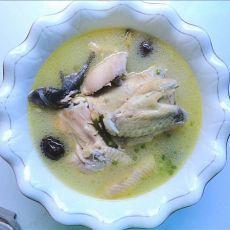 红枣黄芪鸡汤