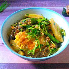 土豆香炖泥鳅荷包蛋