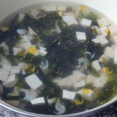 紫菜虾皮豆腐汤