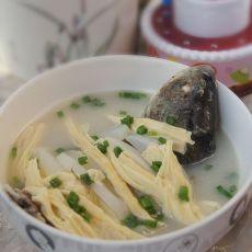 腐竹萝卜鲫鱼汤