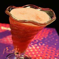 鲜榨火龙果西瓜汁