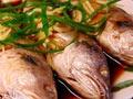粤菜广式清蒸黄鱼
