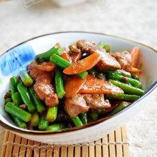 胡萝卜蒜薹炒猪肝