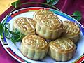 台式莲蓉蛋黄月饼