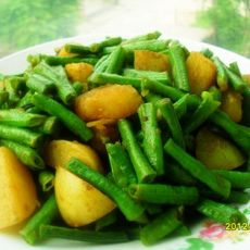 土豆焖豆角