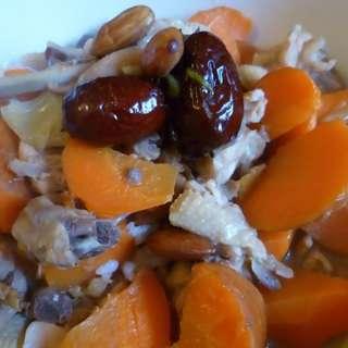 红枣杏仁炖鸡块