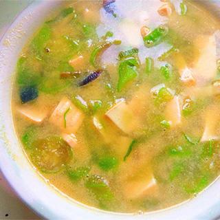 丝瓜豆腐皮蛋汤