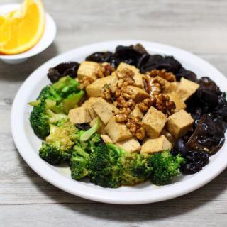 核仁木耳豆腐煲