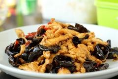 川味下饭菜:泡椒木耳炒鸡片