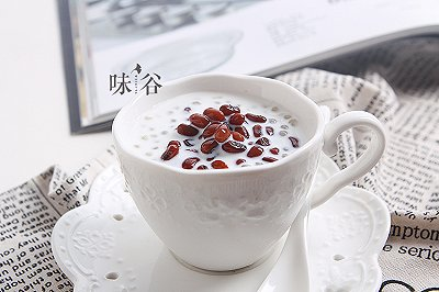 夏日甜品红豆牛奶西米露