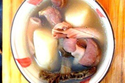 养胃健脾淮山红菇煲猪肚