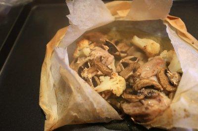 减脂增肌健身餐:口蘑菜花纸包鸡