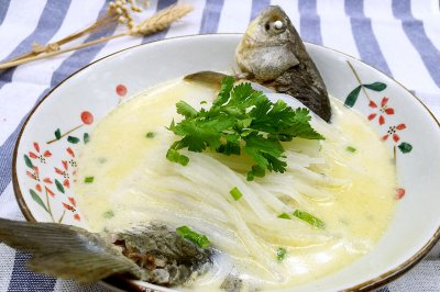 奶白鲫鱼汤