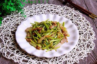 咸肉丝炒芹菜