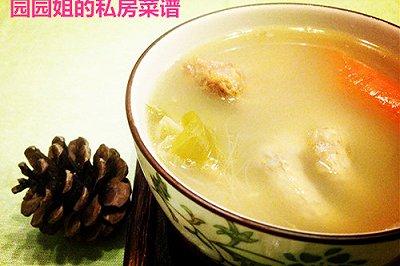 清甜润燥:霸王花无花果煲龙骨凤爪