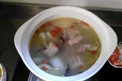 骨头蘑菇汤