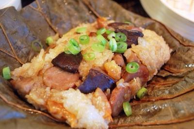 豪华版粽子:荷叶糯米鸡