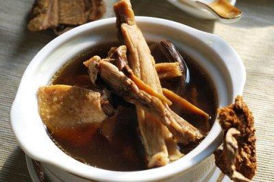 野山菌鸡汤