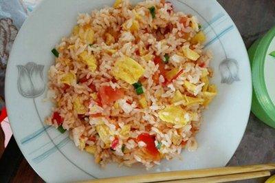 营养早餐西红柿蛋炒饭