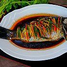 健康饮食:清蒸鲫鱼