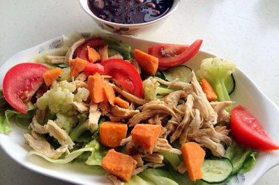 减脂晚餐:鸡胸肉沙拉