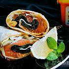 三文鱼甜面酱蔬菜卷饼