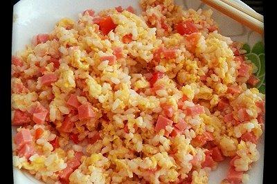 西红柿火腿蛋炒饭