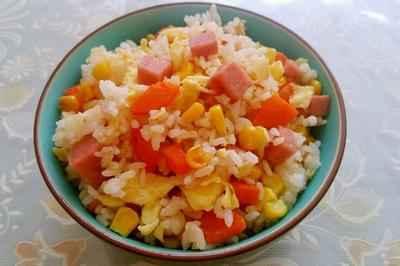 玉米胡萝卜火腿鸡蛋炒饭