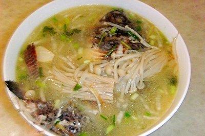 金针菇鲫鱼汤